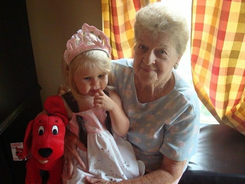 Девочка с бабушкой
