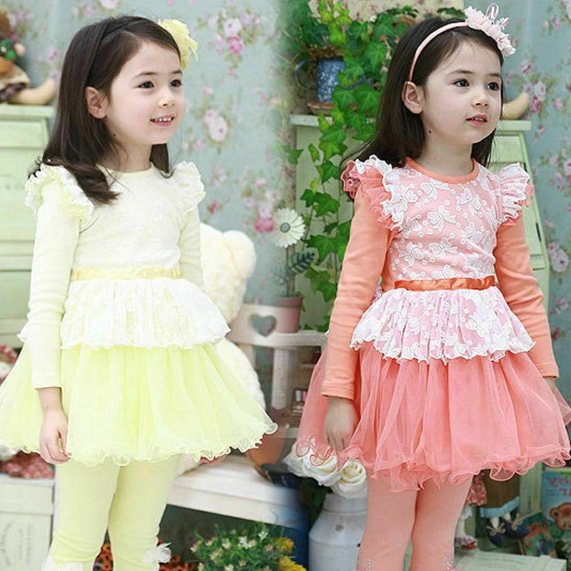 Девочка в двух платьях